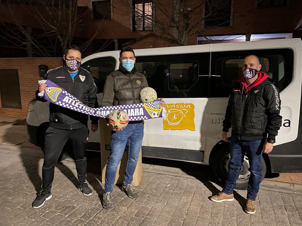Donación de balones a Asociación Vasija.