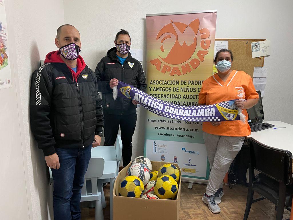 Donación de balones a Apandagu.
